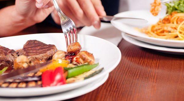 رژیم غذایی برای مبتلایان زخم معده؛ دور این غذاها را خط بکشید!